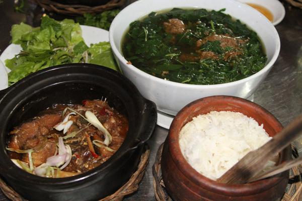 nhà hàng phục vụ cơm niêu gần sân bay